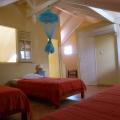 La chambre avec trois couchages simple